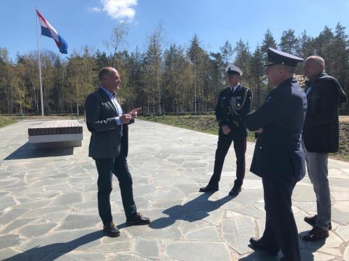 26 april 2021 bezoek veteranenbegraafplaats in Loenen
